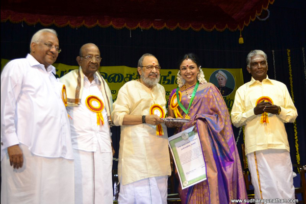 Sudha Ragunathan was conferred the title of Isai Peraringar by the Tamil Isai Sangam at Raja Annamalai Hall. The citation was handed over to her by Kavignar Vaali in the presence of Justice Gokulakrishnan and Shri A.C. Muthaiah