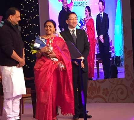 Sudha Ragunathan received the Zee Indian Women Award on 18 January, 2016 from Shri Rajiv Pratap Rudy, Union Minister of State for Skill Development and Entrepreneurship (Independent Charge) & Parliamentary Affairs, Government of India