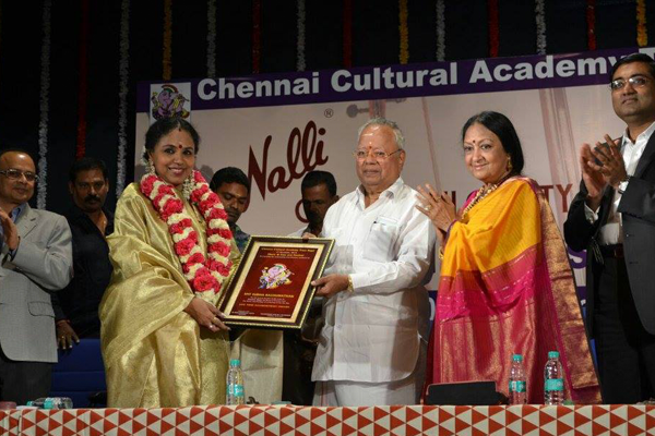 The Chennai Cultural Academy Trust conferred The Lifetime Achievement Award on Sudha Ragunathan during Marghazhi 2016