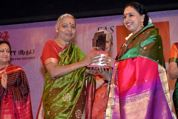 Sudha Ragunathan was conferred the Stree Ratna Award by The Fine Arts Society, Chembur, Mumbai on 14 March, 2015